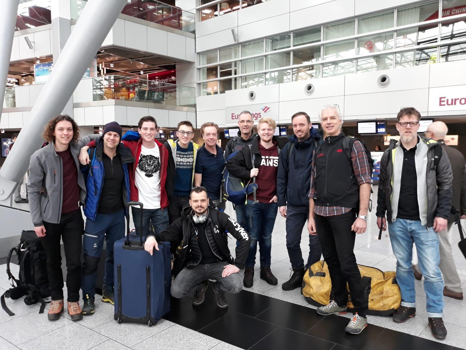 groepsfoto vliegveld